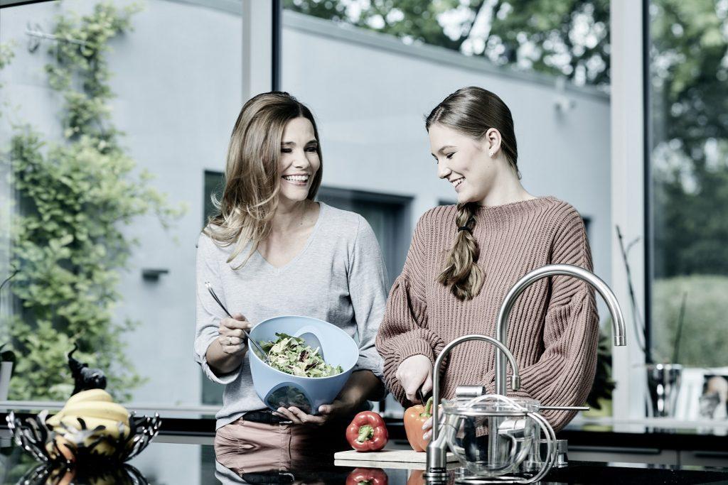 Anke Küche Mutter und Tochter 1